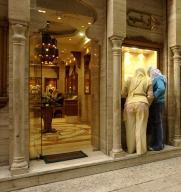 egypt;-bazaar;-cairo;-shopping;-store;-people