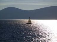 lake;-tahoe;-lake-tahoe;-summer;-basin;-tahoe-basin;-shoreline;-sailboat;-boat;-solitary;-sailing;-recreation